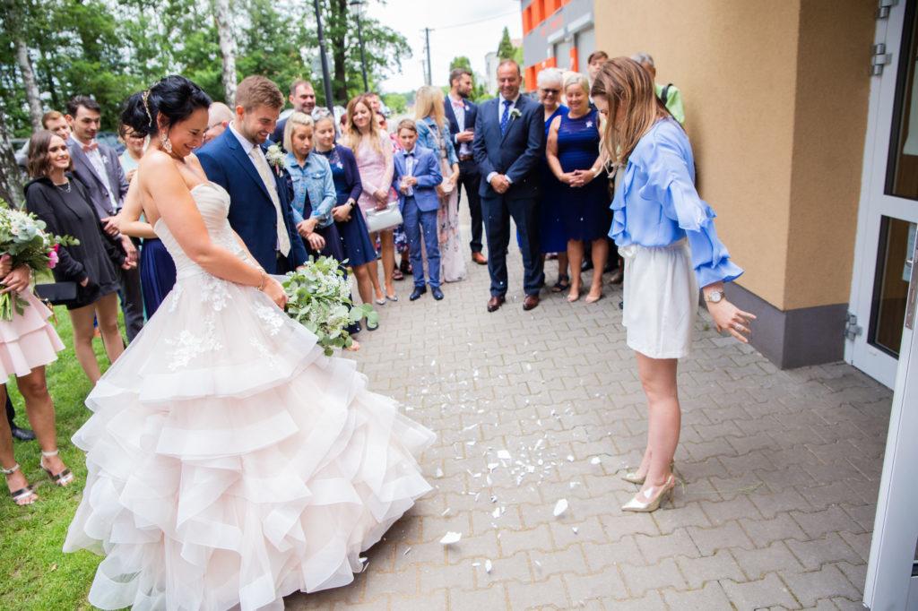 Svatby se Simply Yes. Jak probíhají? Poprvé se setkáme na schůzce, Ta probíhá potom, co nás snoubenci kontaktují, z našich webových stránek, nebo doporučení